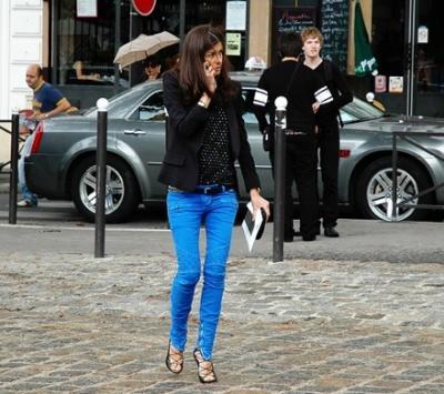 jeans de color azul
